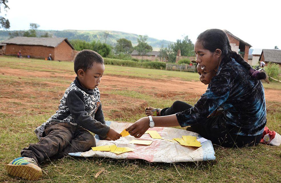 Le Développement de la Petite Enfance : Des enfants éveillés pour un développement harmonieux des familles et de la nation
