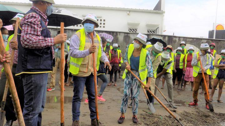 Lancement officiel des travaux du Programme Argent Contre Travail – Asa Avotra à Toamasina.